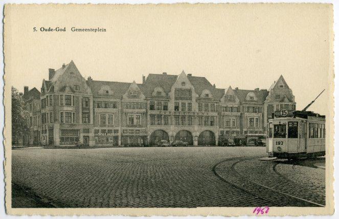 ''Oude-God Gemeenteplein'' - Postkaart Uitg. Bazar Naders, Statielei, 113, Oude-God - (sd) - ''ca.1950''.jpg